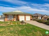 61 Thomas Royal Gardens, Queanbeyan, NSW 2620