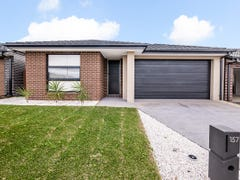 157 Thoroughbred Drive, Clyde North, Vic 3978