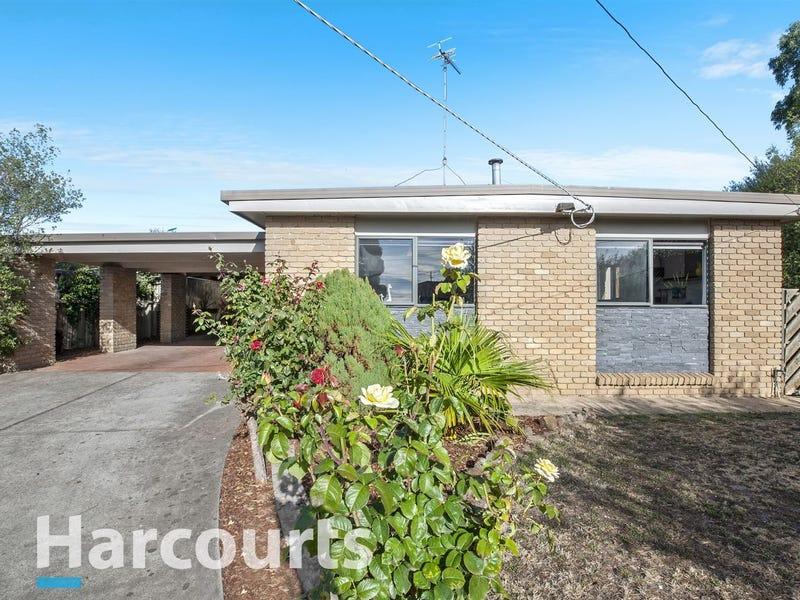 4 Tarn Place, Wendouree, Vic 3355