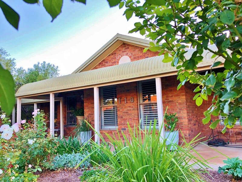 110 Blackett Avenue, Young, NSW 2594