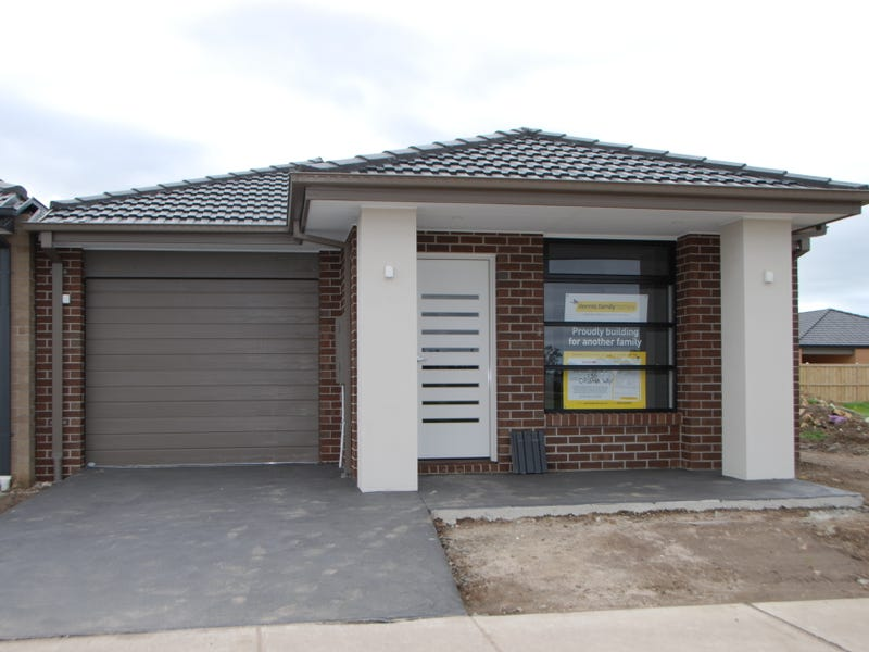 15 Orleana Way Clyde North Vic 3978 - House for Rent