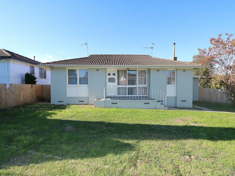 18 Tichborne Crescent, Kooringal, NSW 2650