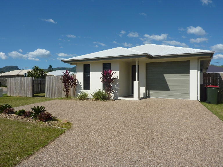 1 Yarra Crescent, Kelso, Qld 4815