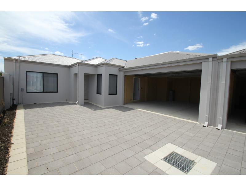 2/231 Campbell Road, Canning Vale, WA 6155