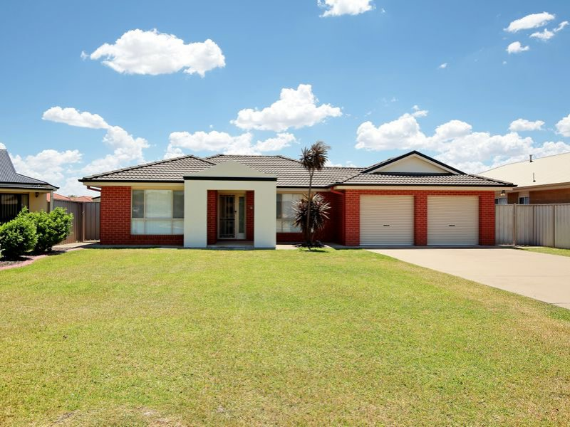 21 Womboin Crescent, Glenfield Park, NSW 2650
