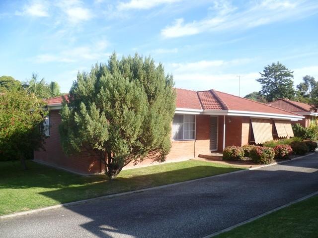 2/76 Westernview Drive, West Albury, NSW 2640