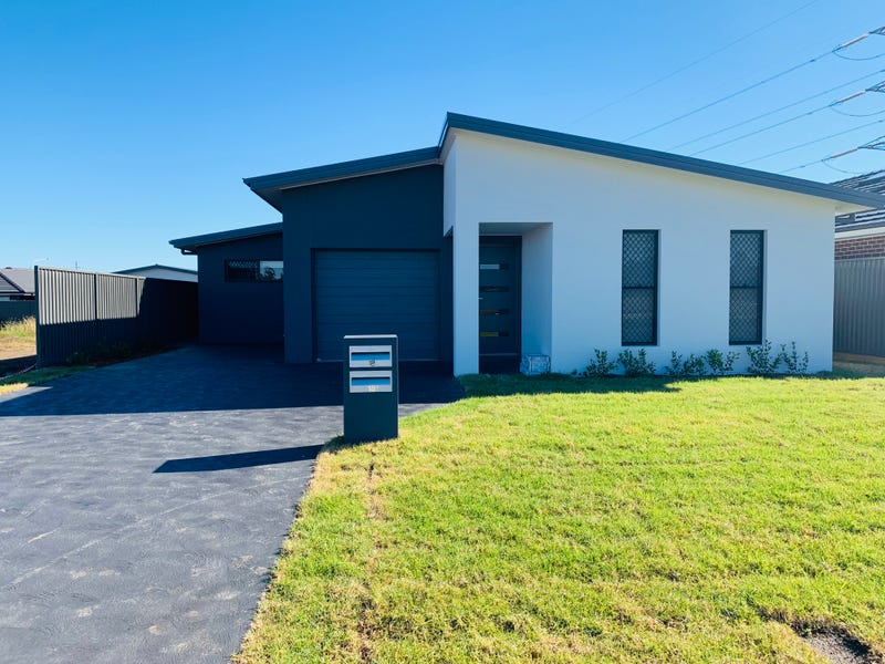 18B Limelight Circuit, Gregory Hills, NSW 2557
