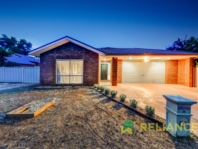 11 Dunnrossil Court, Brookfield, Vic 3338