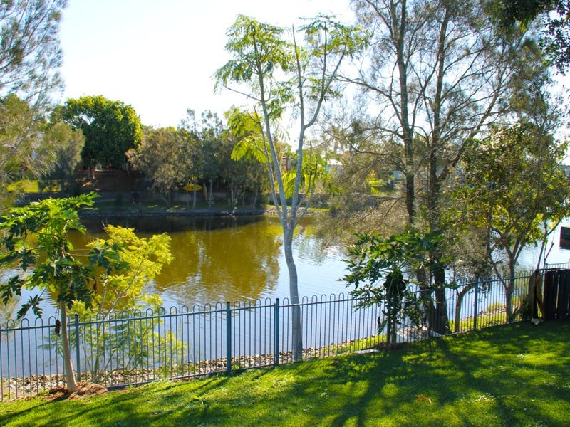 32A Lakes Circuit, Burleigh Waters