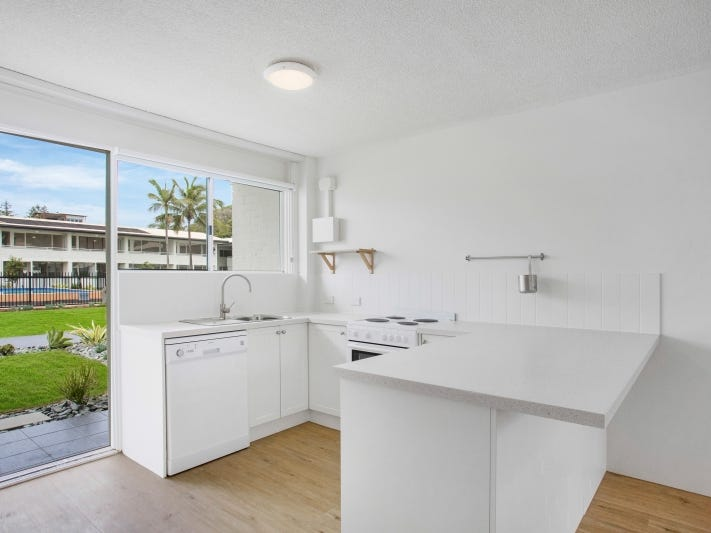 Real Estate & Property For Rent with studio in Miami, QLD