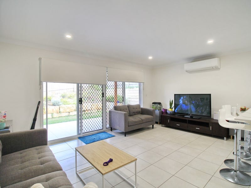 1/10 Mellor St, Augustine Heights, Qld 4300