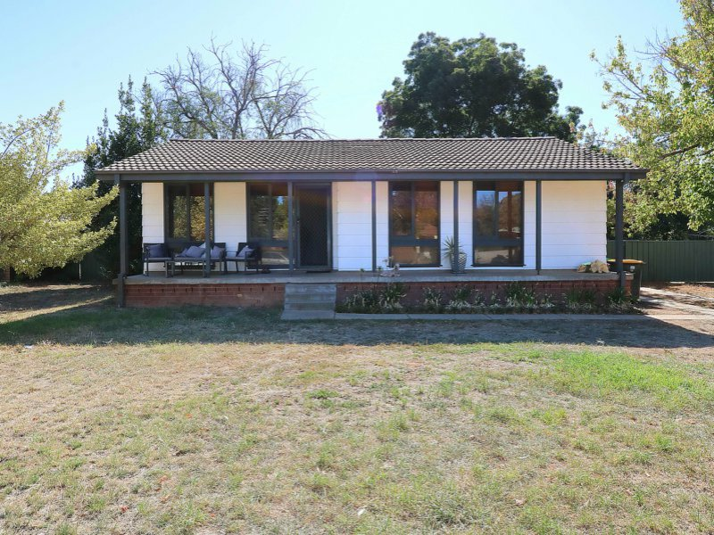 5 Meads Place, Mount Austin, NSW 2650