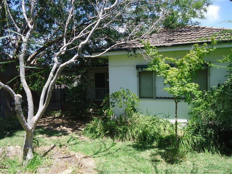 4 Waranga Avenue, Mount Austin, NSW 2650