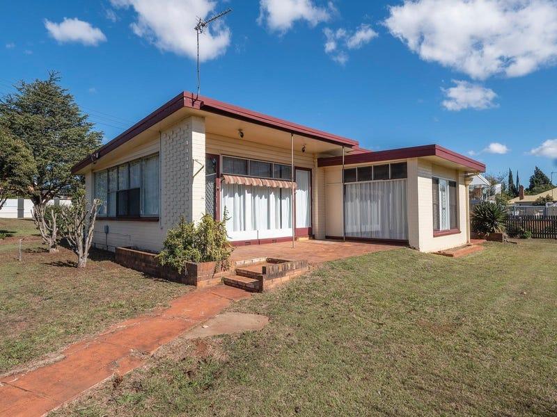 17 Tourist Road, East Toowoomba, Qld 4350