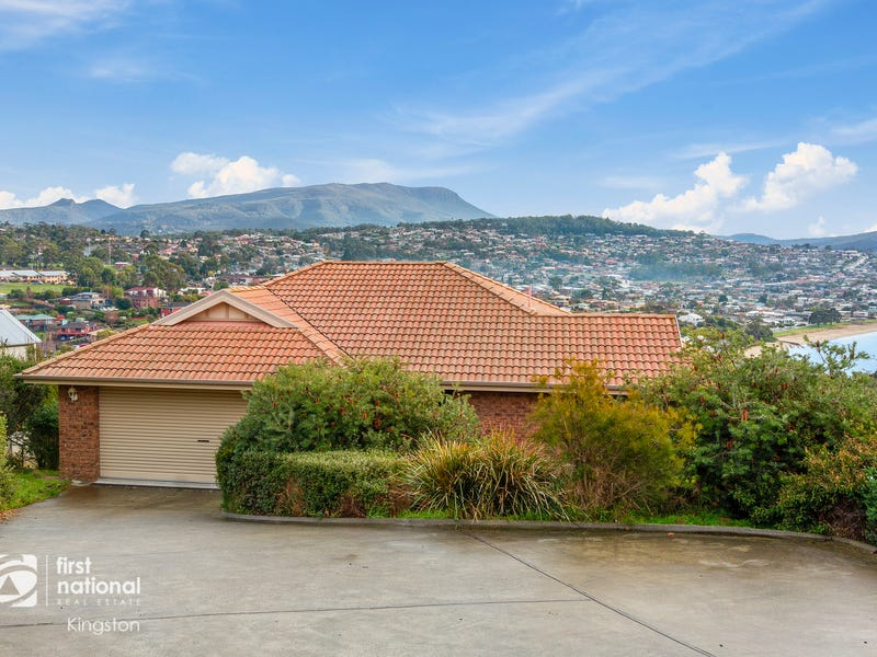 29 Tahune Crescent, Blackmans Bay, Tas 7052
