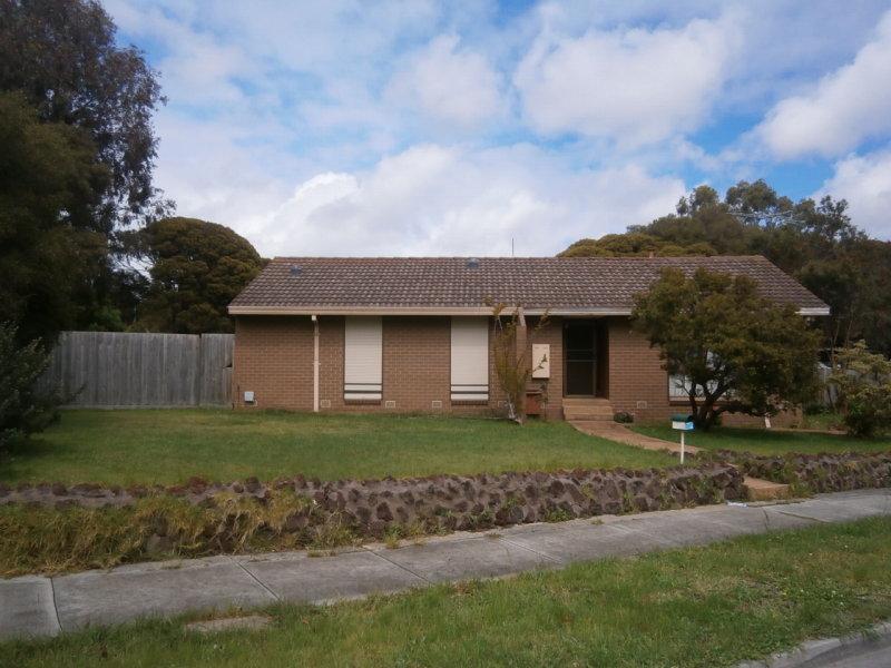 18 CALROSSIE CLOSE, Endeavour Hills, Vic 3802