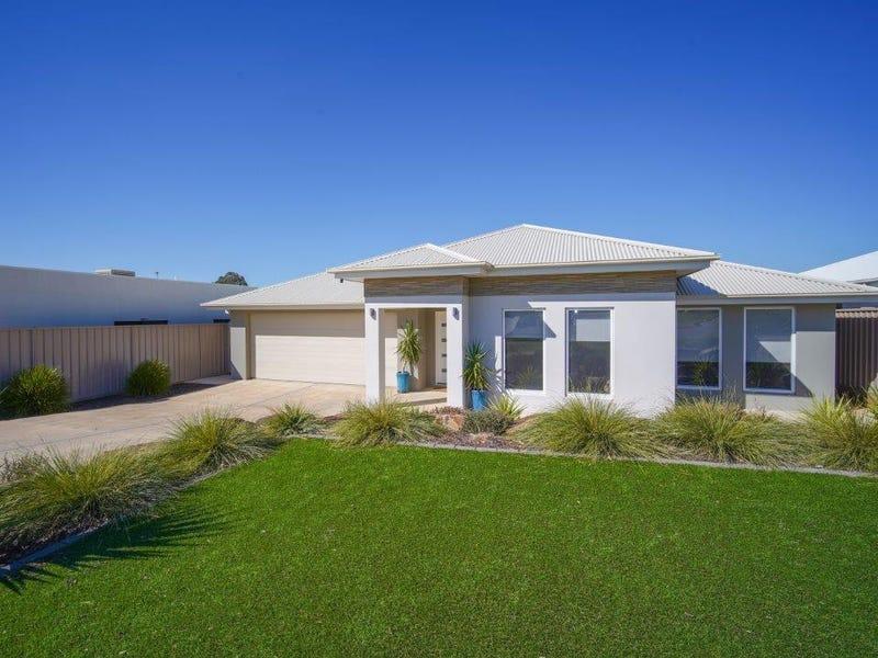11 Chang Avenue, Lloyd, NSW 2650