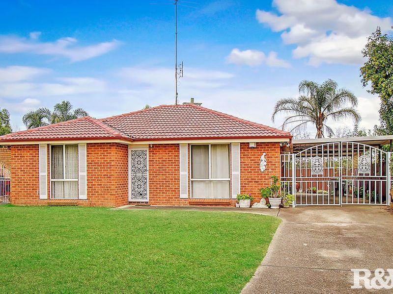 2 Dutch Place, St Clair, NSW 2759