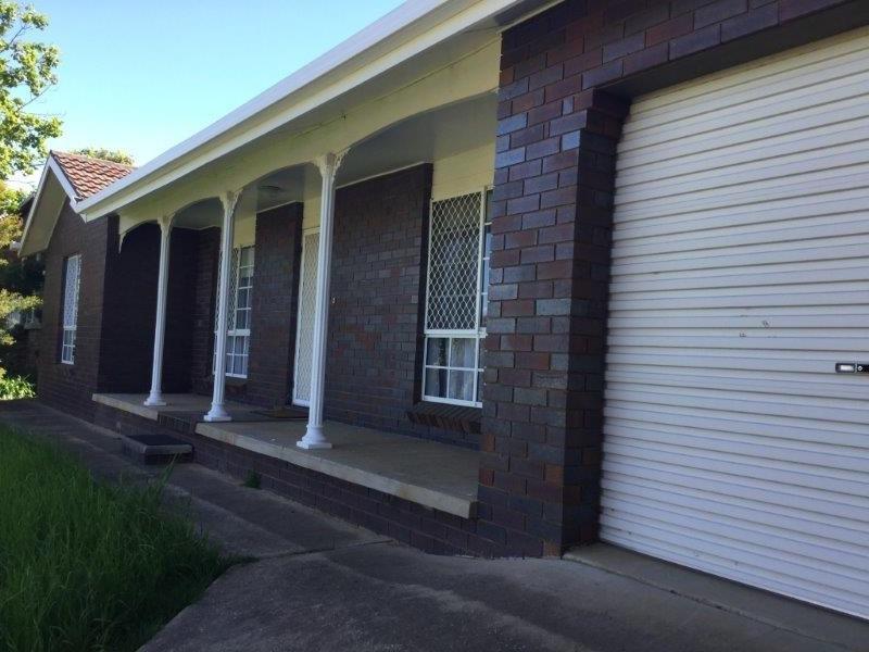 12 Andrews Avenue, Kooringal, NSW 2650