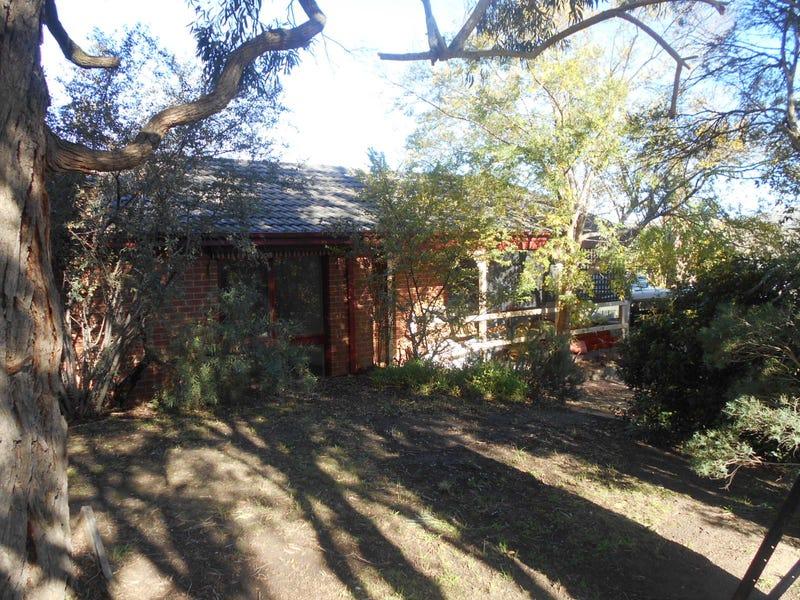 21 ROBERT MOLYNEUX AVENUE, Endeavour Hills, Vic 3802