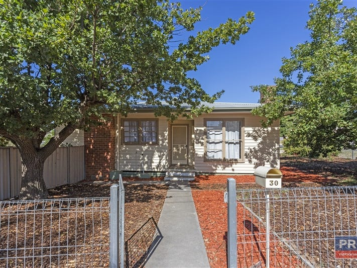 30 Woolcock Avenue, Kangaroo Flat, Vic 3555