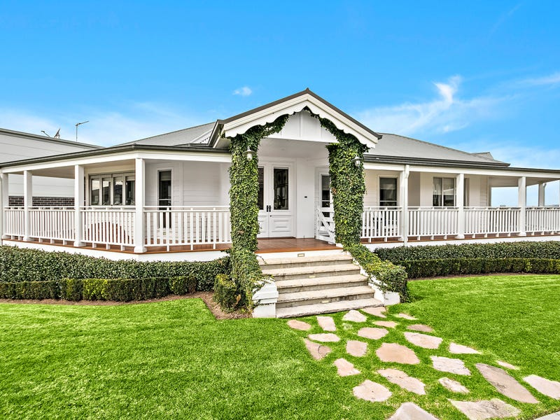 4 Brookwater Crescent, Shell Cove, NSW 2529