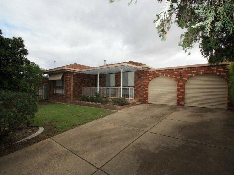 8 Horsley Street, Kooringal, NSW 2650