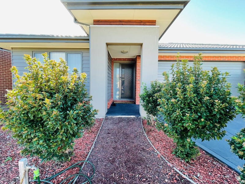 8 Peroomba Drive, Point Cook, Vic 3030