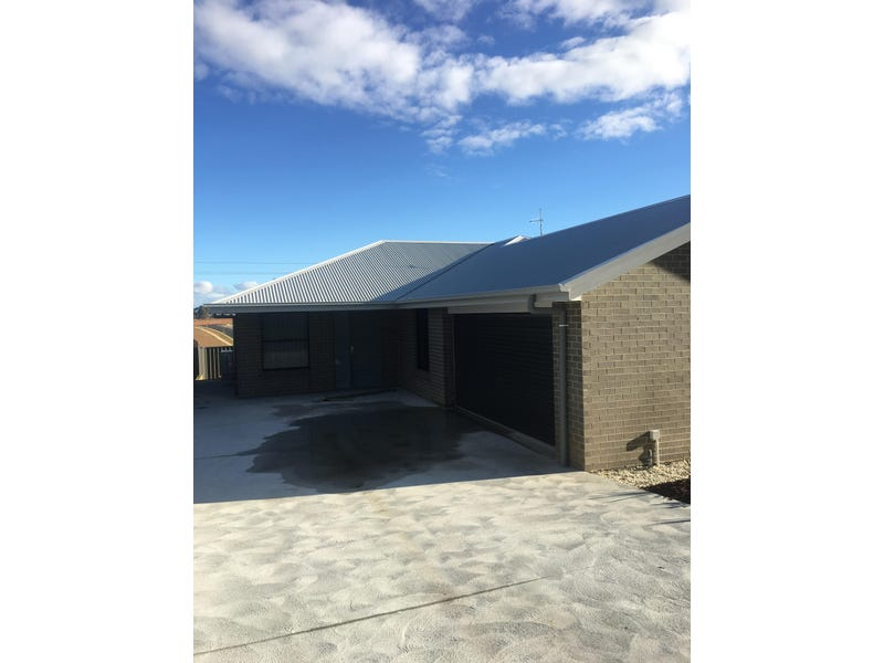 8 Huxtable Place, Goulburn, NSW 2580
