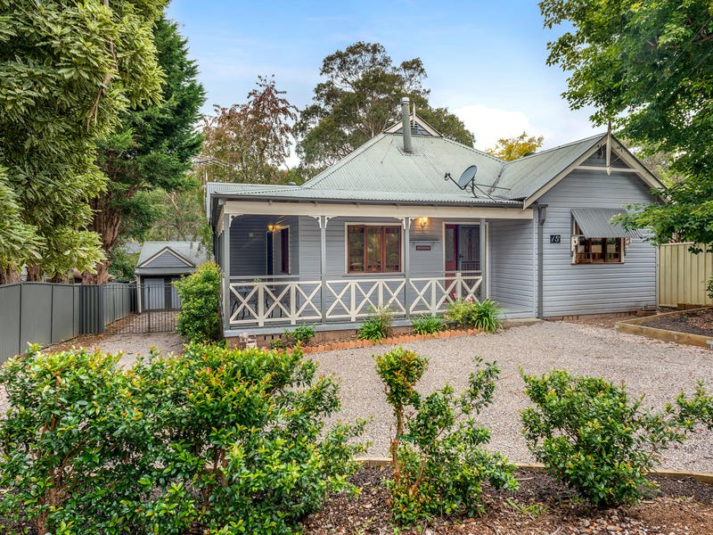 15 Hill St, Wentworth Falls, NSW 2782