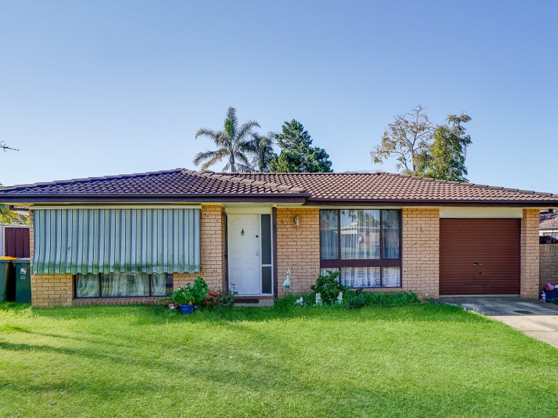 65 Anthony Dr, Rosemeadow, NSW 2560