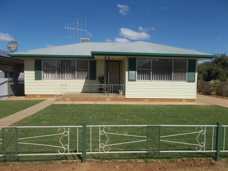 7 DOWNES CRESCENT, Parkes, NSW 2870