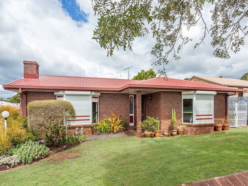 4 Millicent Court, Centenary Heights, Qld 4350
