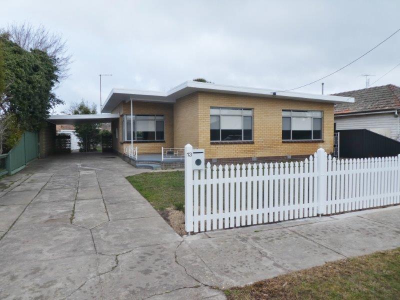 13 Lawrence Street, Alfredton, Vic 3350