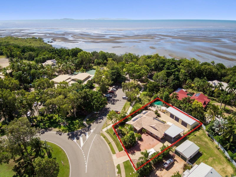 373 Mount Low Parkway, Bushland Beach, Qld 4818