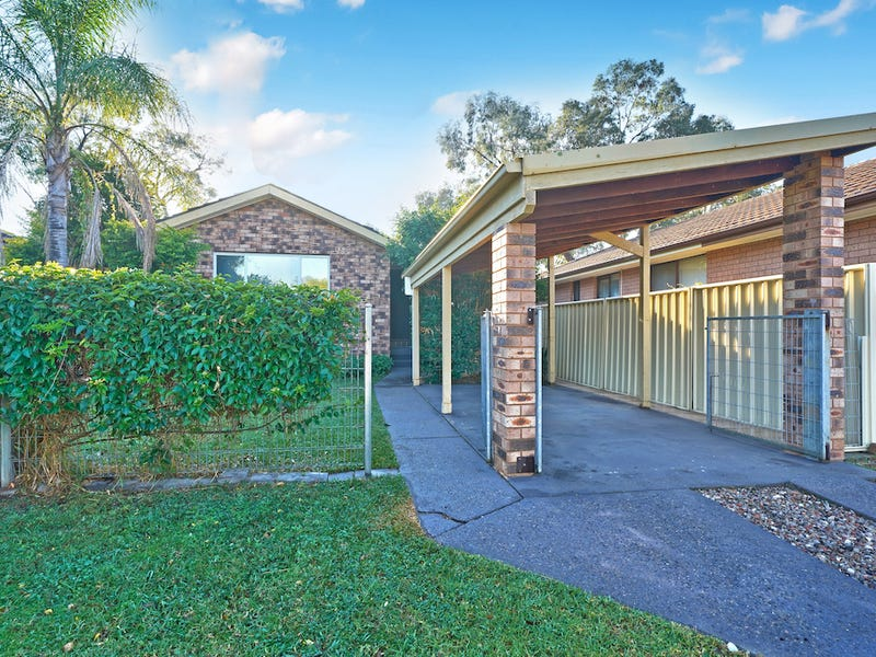 27 Euphrates Place, Kearns, NSW 2558