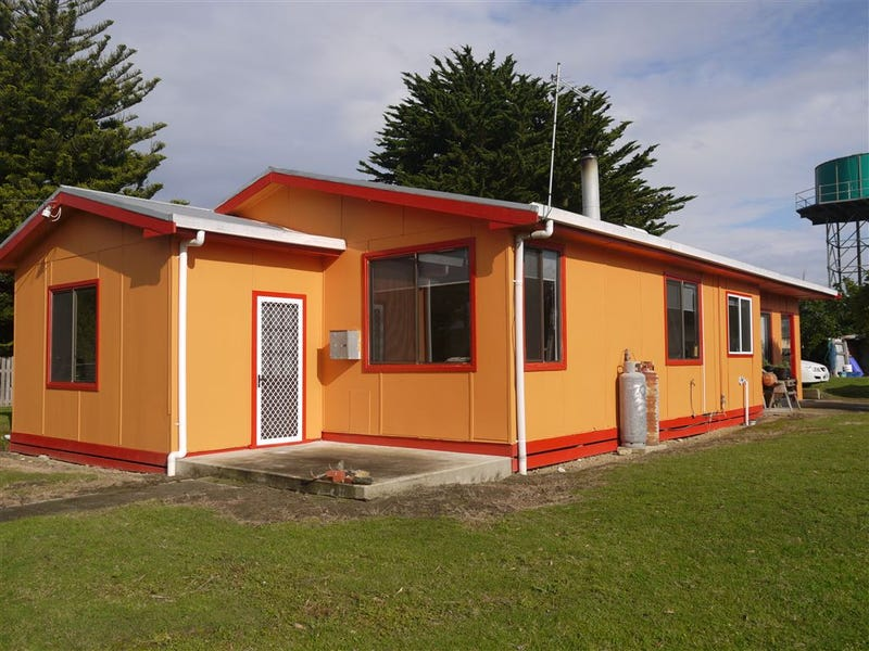 25 Waratah St, Grassy, Tas 7256