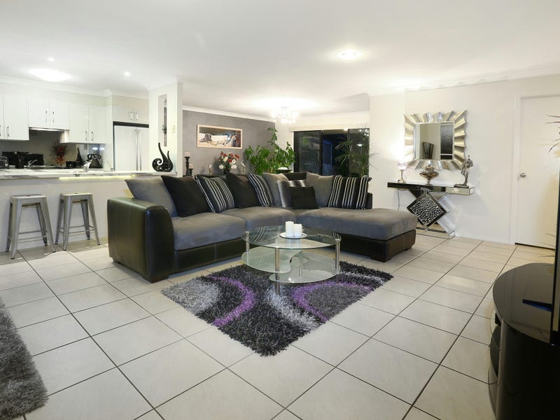 19/136 Pacific Pines Boulevard, Pacific Pines, Qld 4211