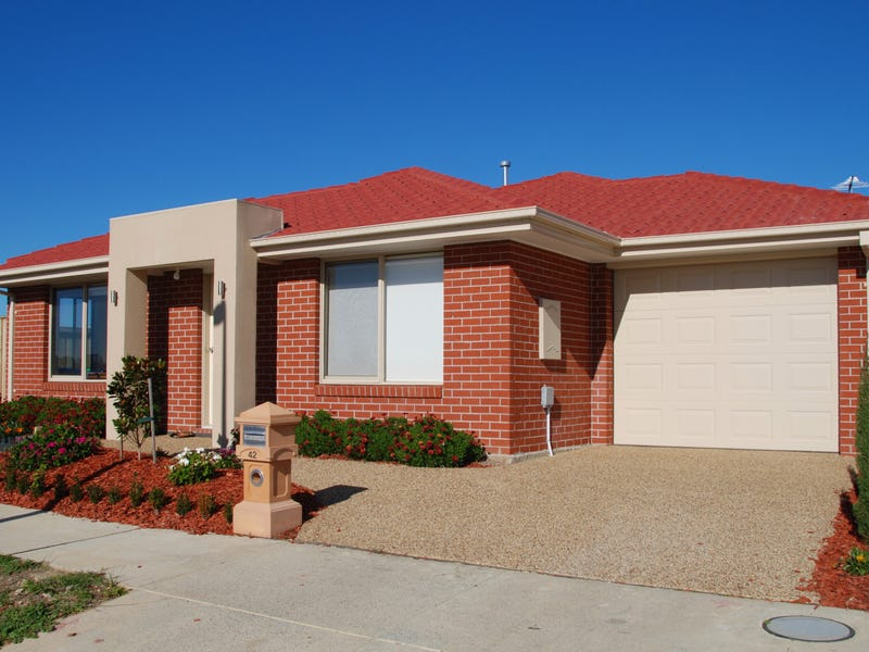 42 Highbury Road Clyde North Vic 3978 - House for Rent