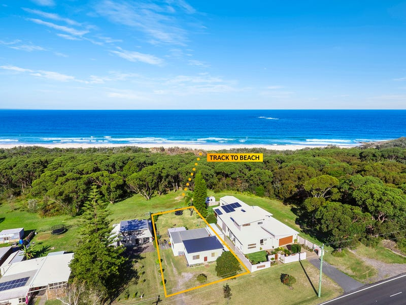 18 Princes Highway, Burrill Lake, NSW 2539