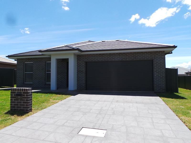17 Farringdon Street, Tamworth, NSW 2340