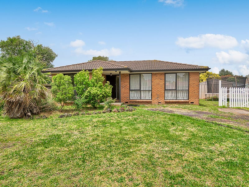 12 Hindmarsh Court, Cranbourne North, Vic 3977