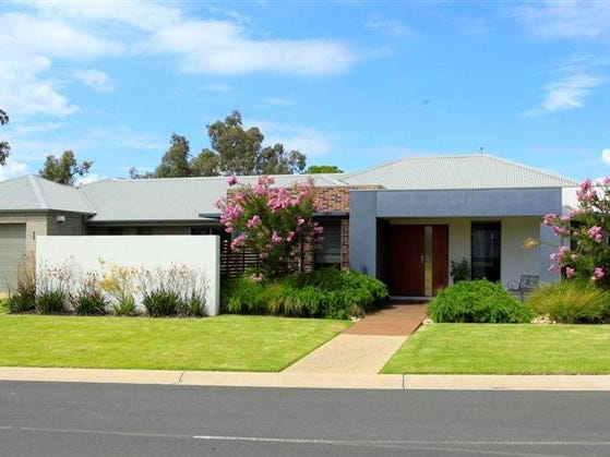 15 Champions Drive, Glenroy, NSW 2640