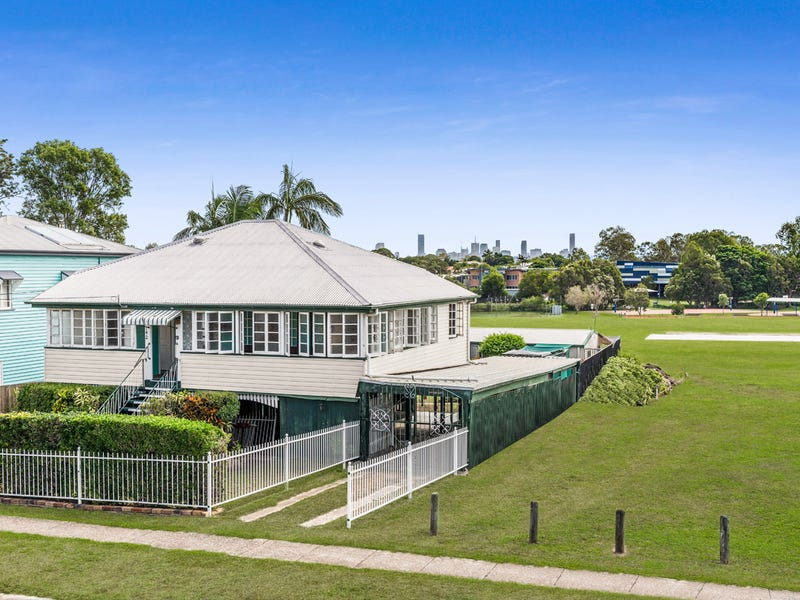 142 Barrack Road, Cannon Hill, Qld 4170